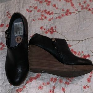 Black Dr Scholl's wedges brand new!!!!
